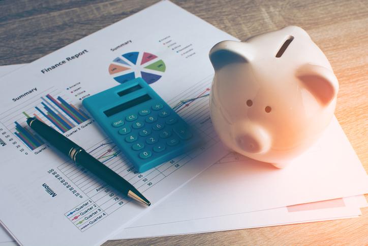 ¿Qué debo considerar si voy a tomar un préstamo personal?