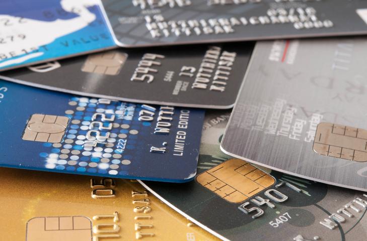 Plásticos adicionales a tu tarjeta de crédito: todo lo que tienes que saber antes de aceptarlos
