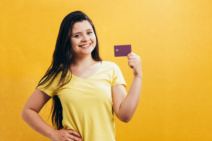 ¿Piensas solicitar tu primera tarjeta de crédito? Emplea estos criterios a la hora de elegir