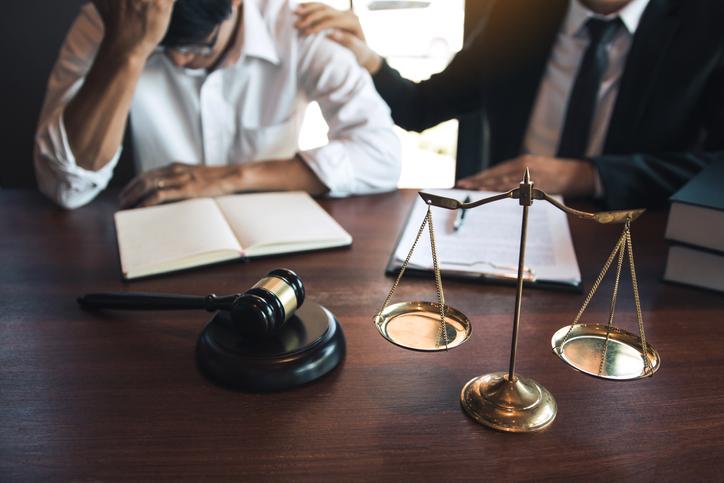 ¿Puede un prestamista someter a la justicia a sus deudores morosos?